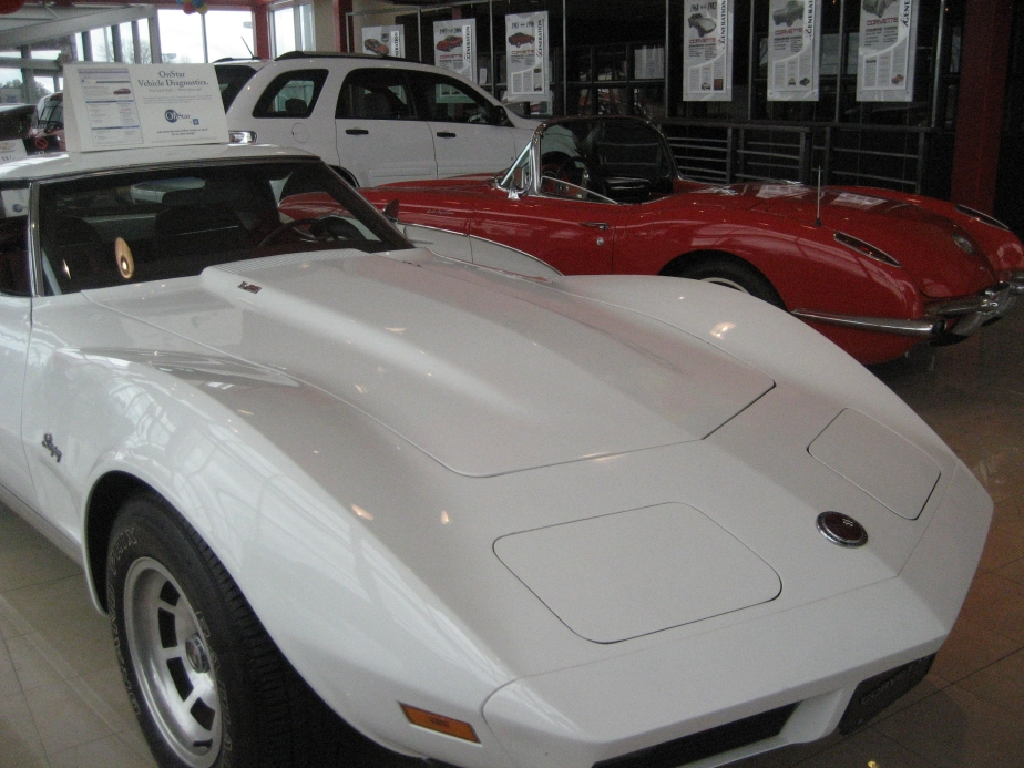 maxies-showroom-red-and-white-vettes